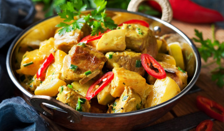 Pui cu ananas la cuptor: un preparat cu o aroma exotica