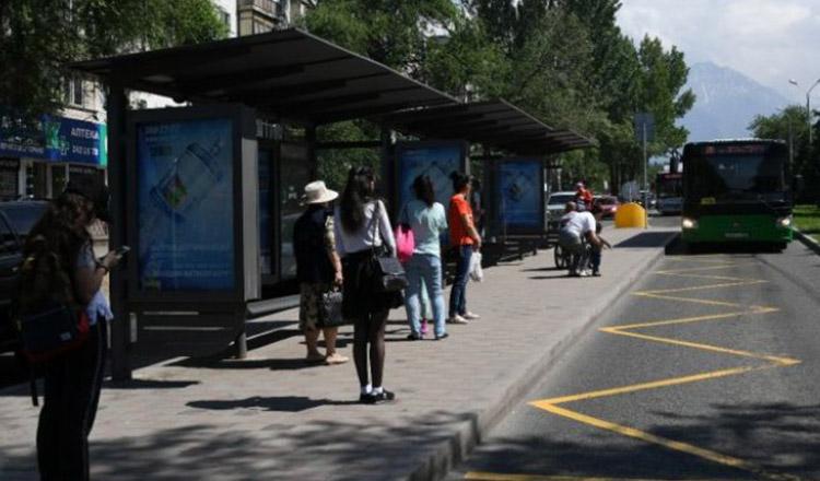Cinci sfaturi pentru a suporta mai ușor transportul în comun vara
