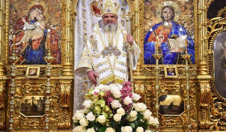 Patriarhia Română îi roagă pe enoriașii care dau semne de gripă să rămână acasă și să asculte slujba la radio! Cei sănătoși sunt rugați să vină cu lingurița de acasă