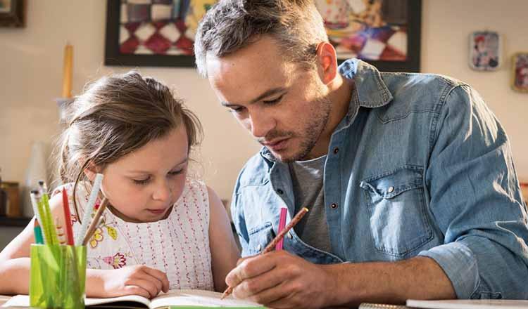 Părinții primesc zile libere să stea cu copiii. Președintele a promulgat legea