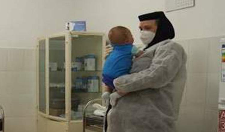 Călugăriţa care a ales să fie medic pentru 1500 de suflete, în Ialomiţa