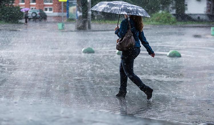Romania, lovita de ploi, lapovita si furtuni. Meteorologii anunta cod galben