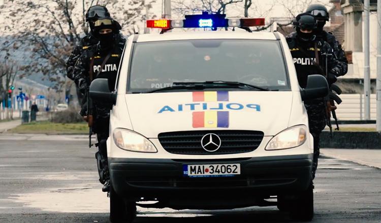 Un milion de euro ascunși în găleți de angajații Permise și RAR din Suceava. DNA, percheziții de amploare