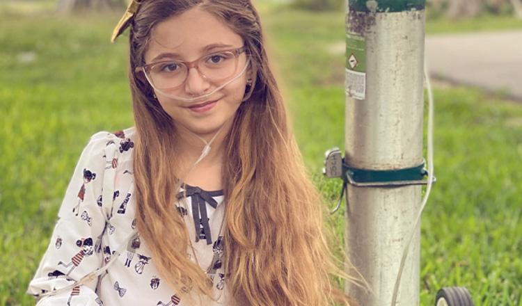 """Un suflet de luptătoare! Fetița de 11 ani căreia îi bate inima în exteriorul pieptului: """"Este una la un milion"""""""