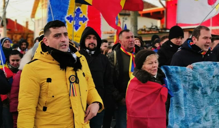 """George Simion, la protestul din Capitală: """"Iohannis e de șase ani la schi și noi murim în spitale. Să dăm de pământ cu acești hoți nenorociți"""""""
