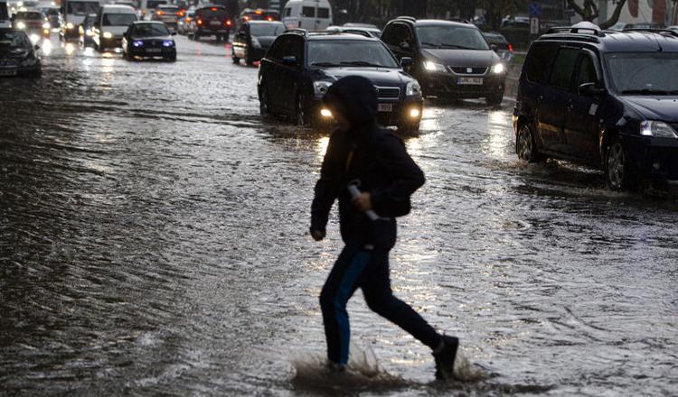 ALERTĂ METEO: Ploi torențiale în aproape toată țara. Județele vizate