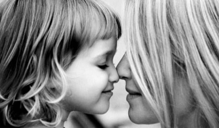 """Mesajul emoționant al unei mame pentru fiica sa: """"Nu-ți înghiți lacrimile. Plânsul înseamnă că simți ceva și trebuie să te descarci. NU este o slăbiciune. Asta înseamnă să fi om."""""""