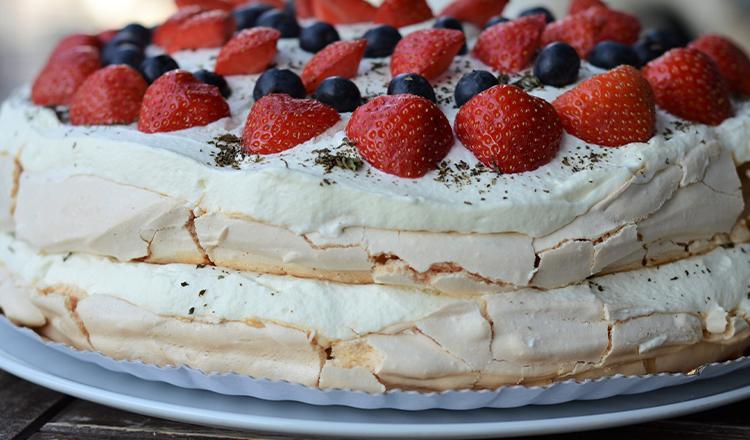 Prăjitură Pavlova. Simplu și delicios
